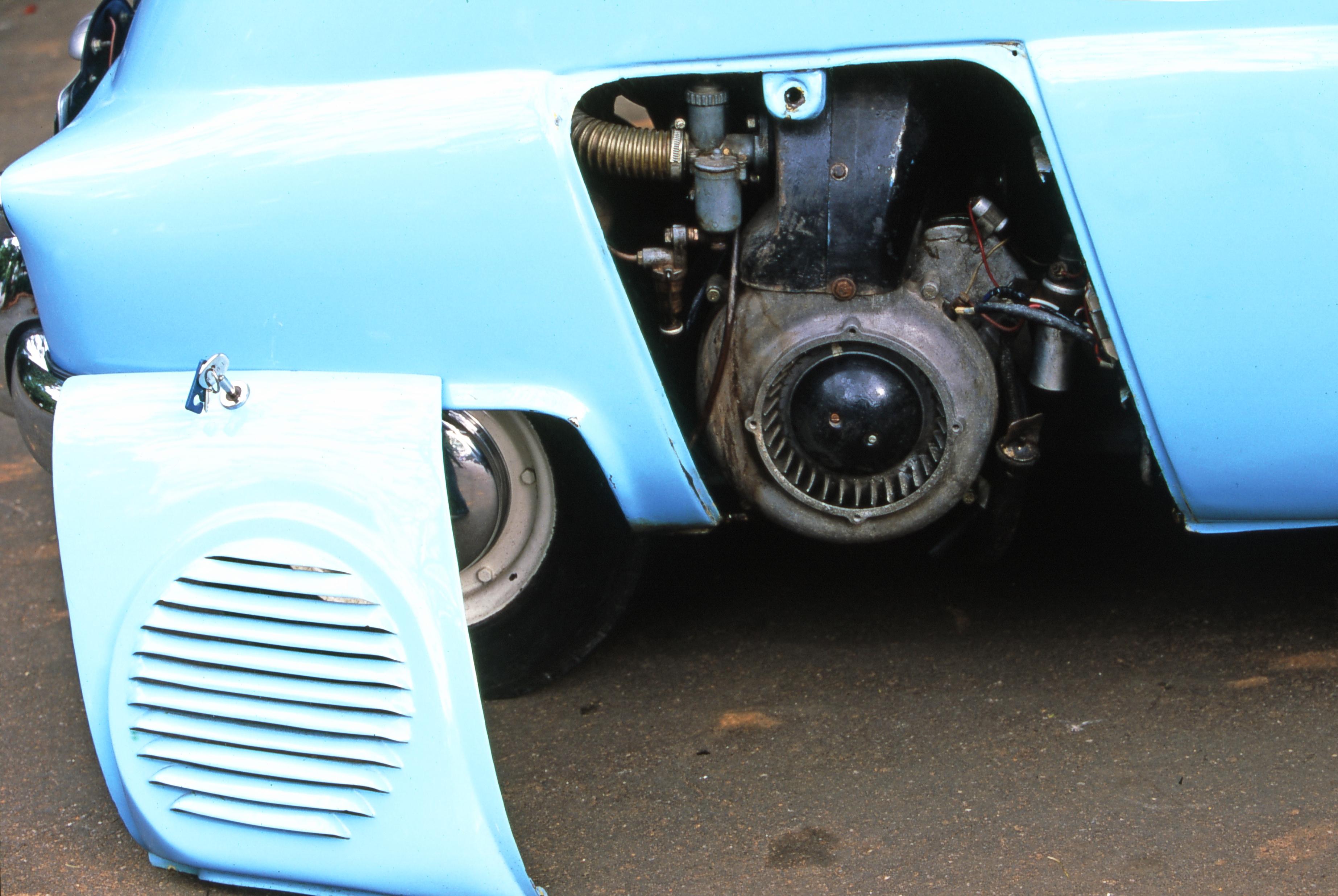 O Romi-Isetta possui motor central e foi oferecido em dois modelos, o da ISO com 198cm<sup>3</sup> e posteriormente o da BMW com 298cm<sup>3</sup>
