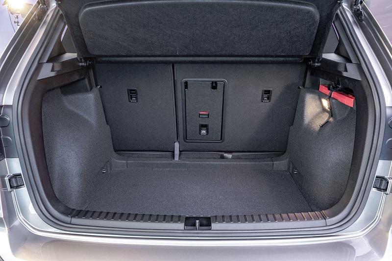 Volume do porta-malas é de 498 litros