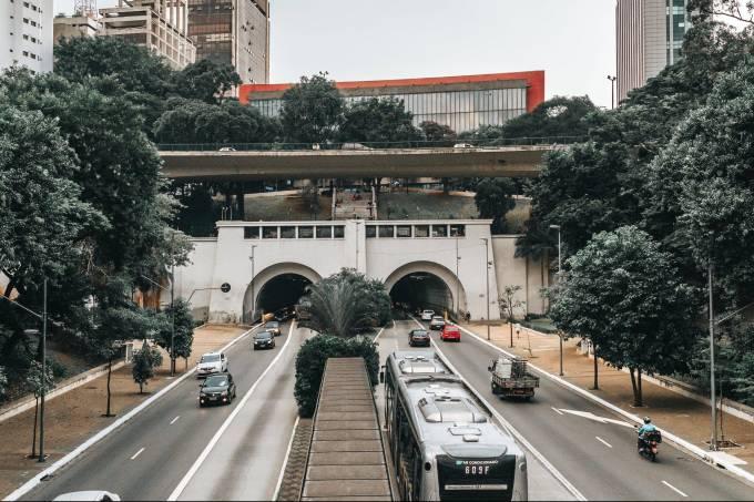 gray-bus-at-road-2065850-e1591111249487