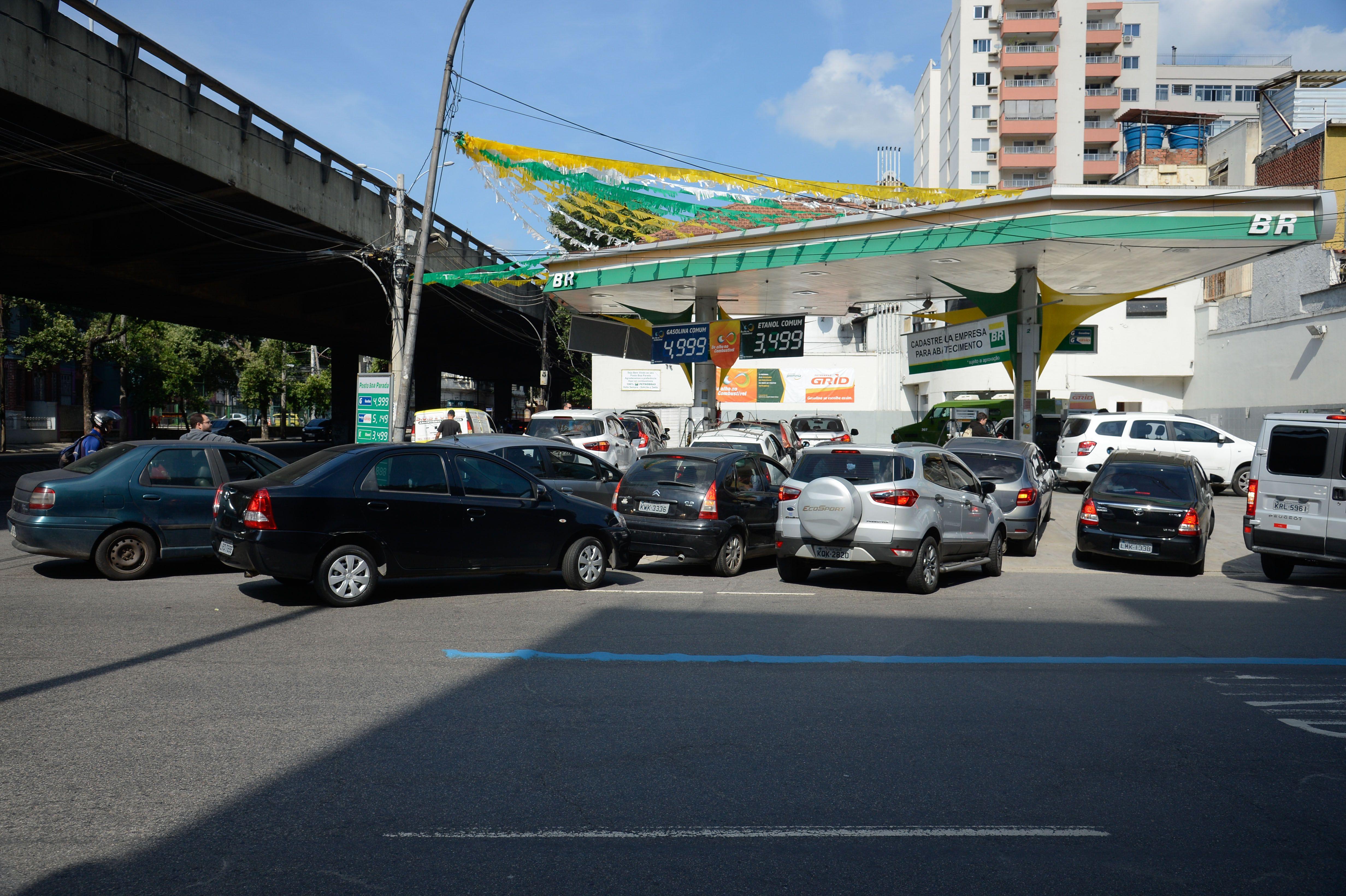 Greve de caminhoneiros provoca fila para abastecimento de combustível em posto de gasolina no Rio de Janeiro.Foto Tomaz Silva/Agência Brasil