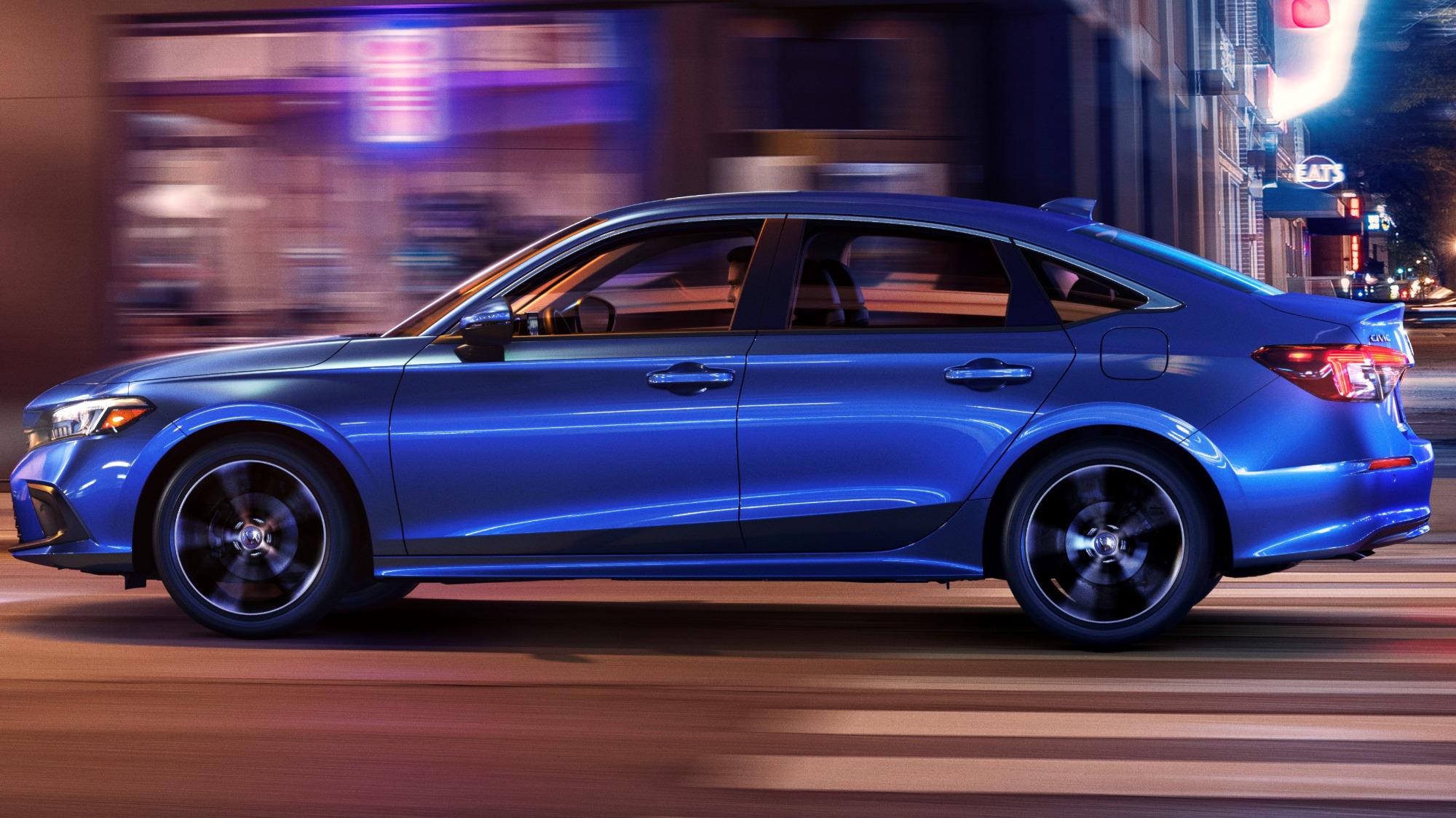Honda Civic Sedan Touring azul visto de lado