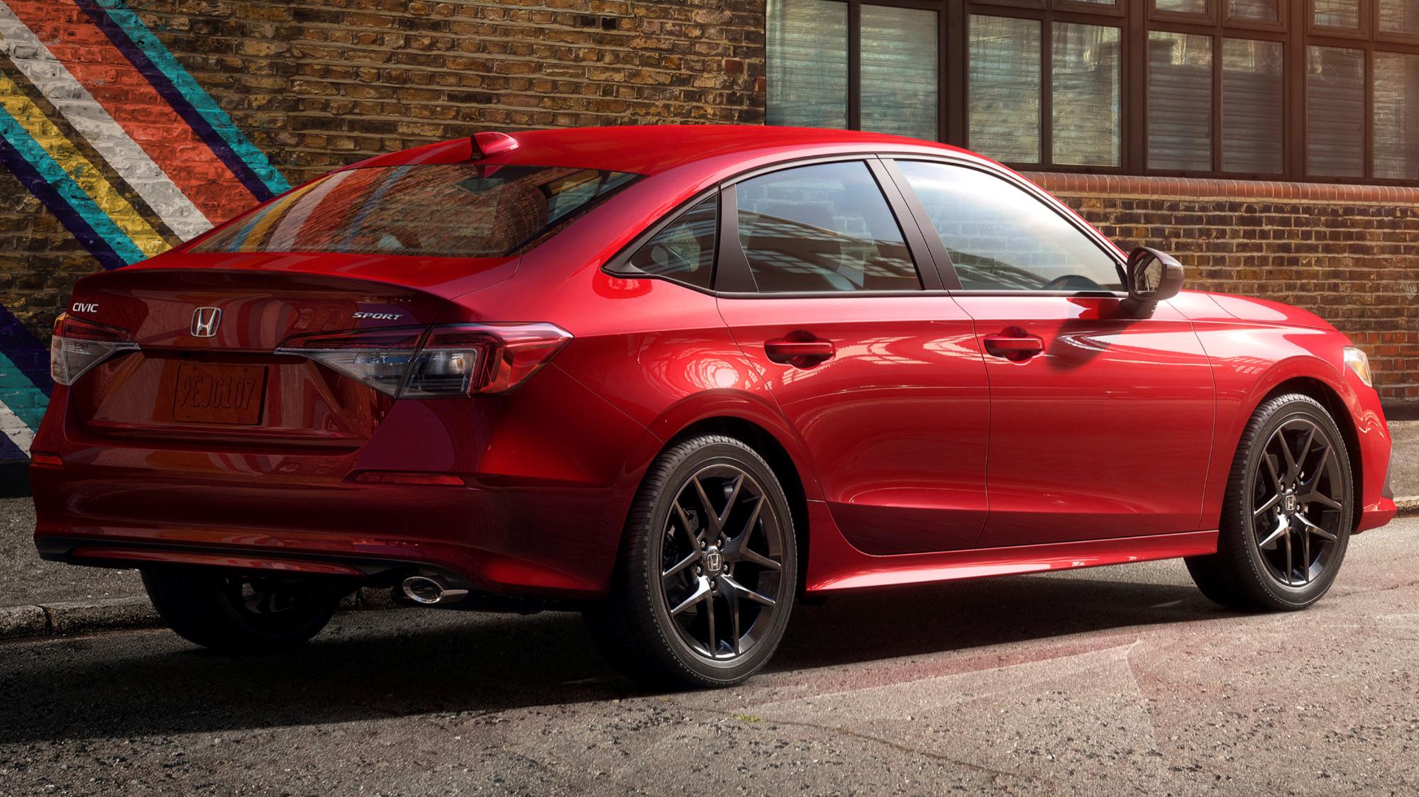 Honda Civic Sedan Sport vermelho traseira cenário urbano