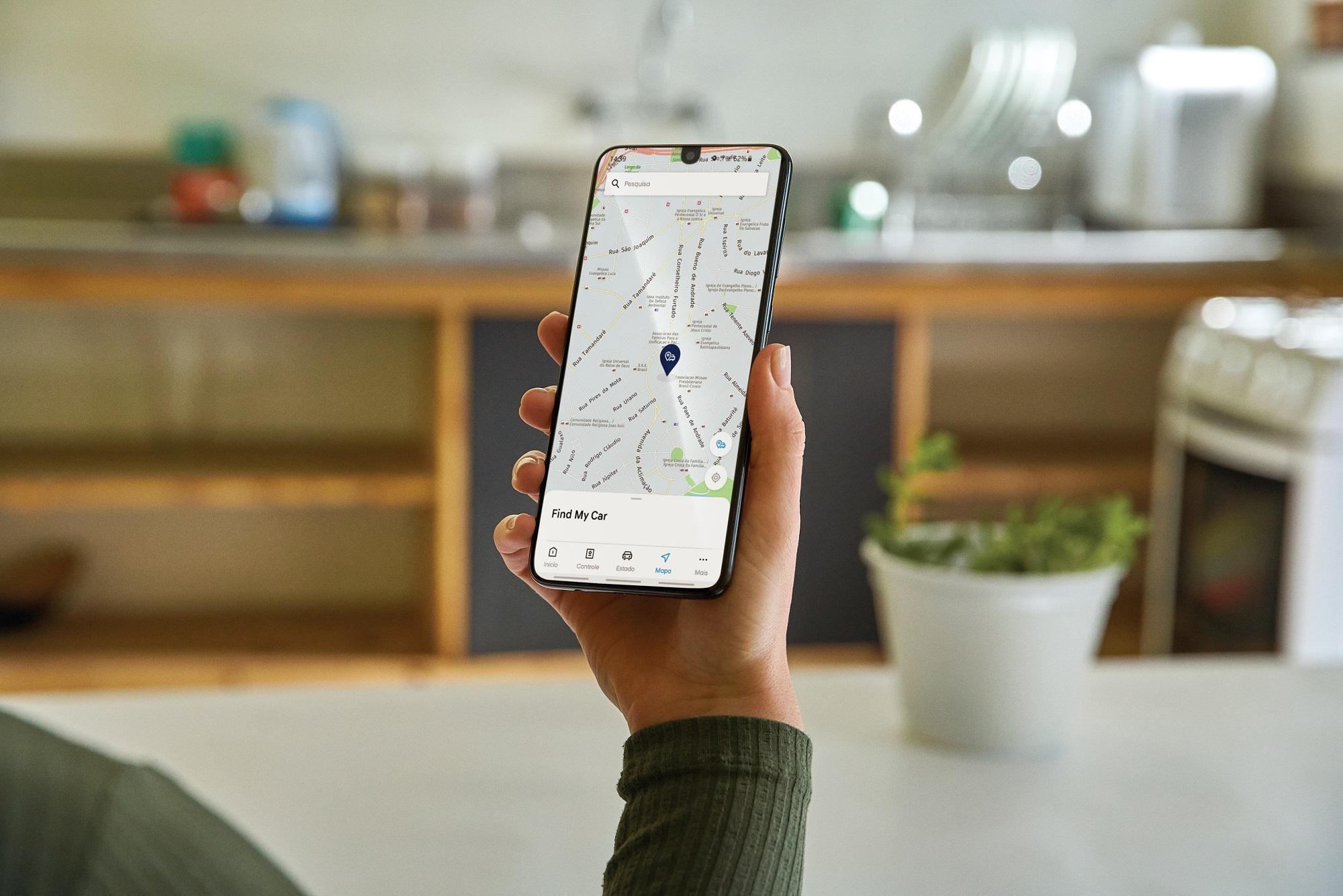 Os carros habilitados são reportados em tempo real ao aplicativo para Android ou iOS
