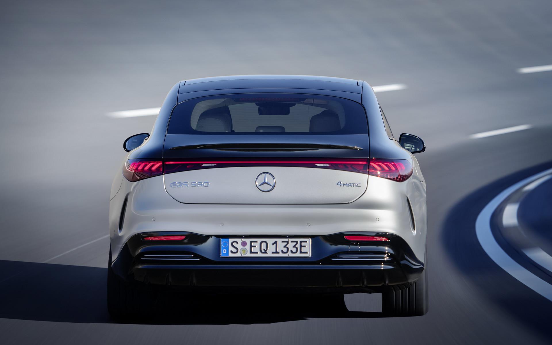 Mercedes-EQ EQS prata visto por trás