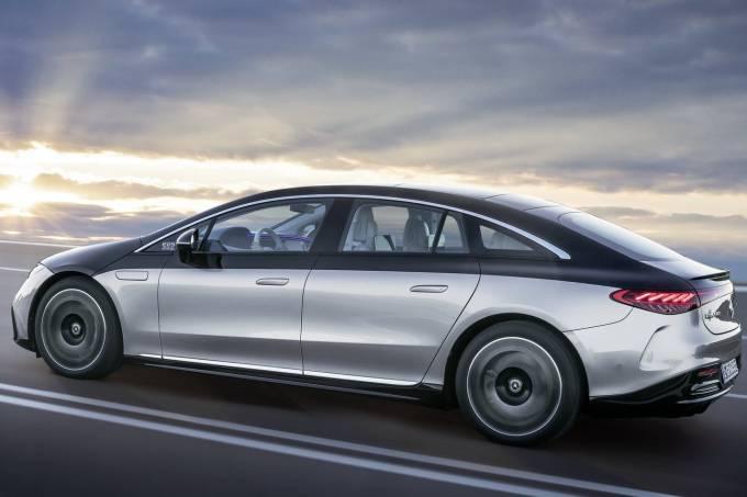 2022-Mercedes-Benz-EQS-8