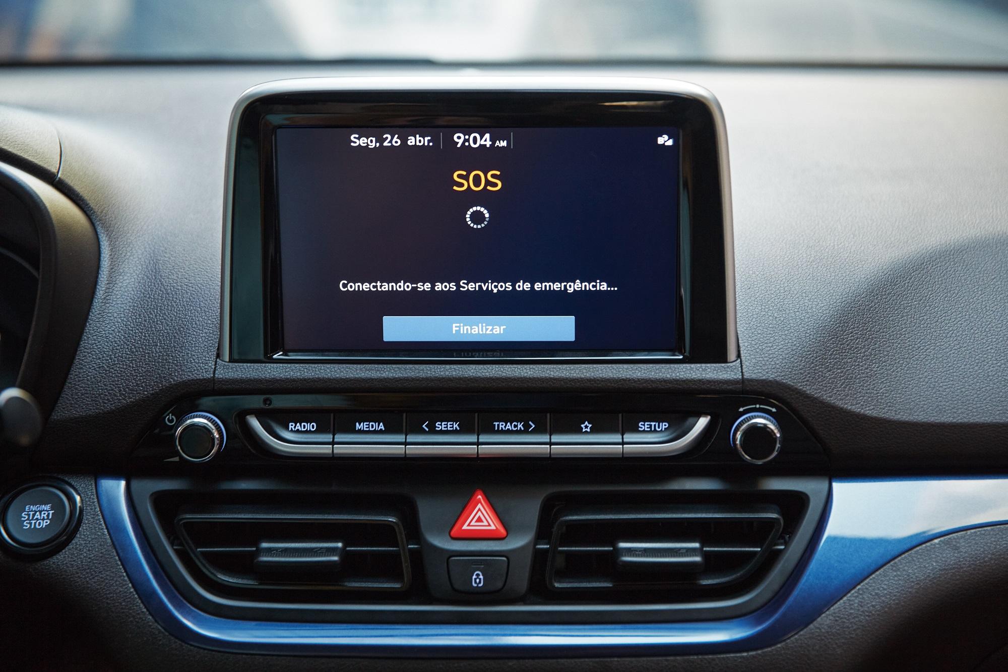 No caso de acionamento dos airbags, um operador da Hyundai pode enviar o pedido de socorro detalhado às autoridades, enquanto tenta contactar os ocupantes do carro