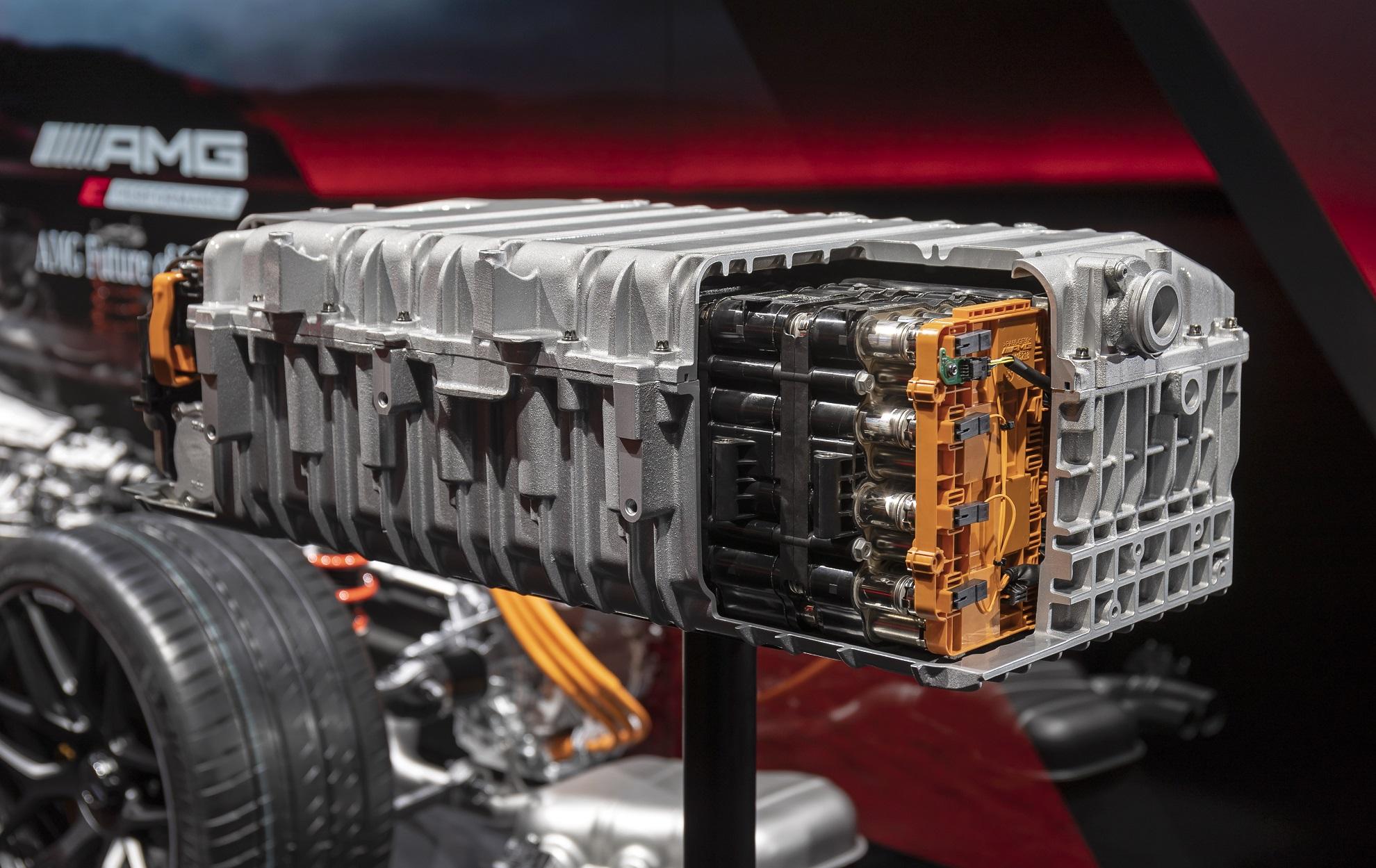 TecDAY AMG Future of Driving Performance Eigenständige E PERFORMANCE Antriebsstrategie für Performance-Hybride; High Performance Batterie // TecDAY AMG Future of Driving PerformanceIndependent E PERFORMANCE drivetrain strategy for performance hybrids; High Performance Battery