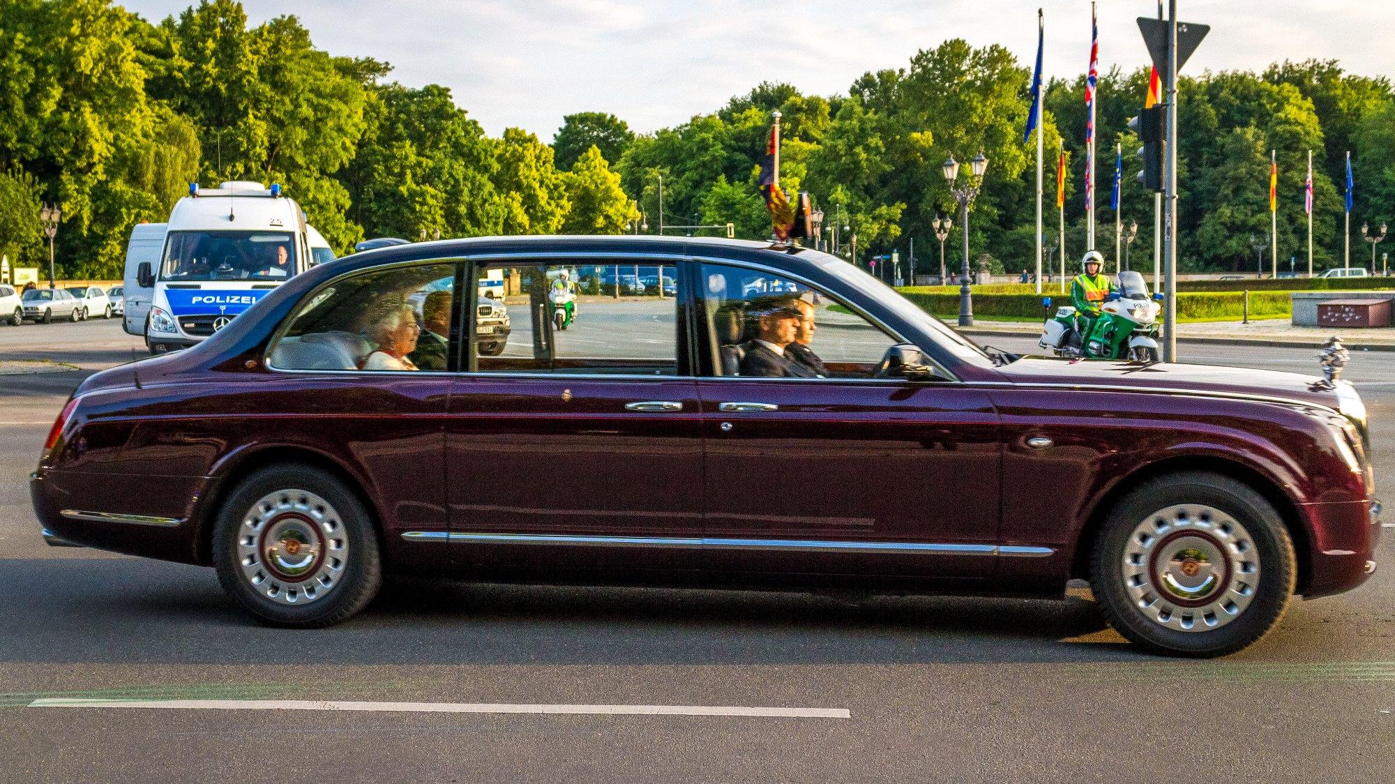 Rainha Elizabeth II usará seu Bentley, também exclusivo, para comparecer ao velório