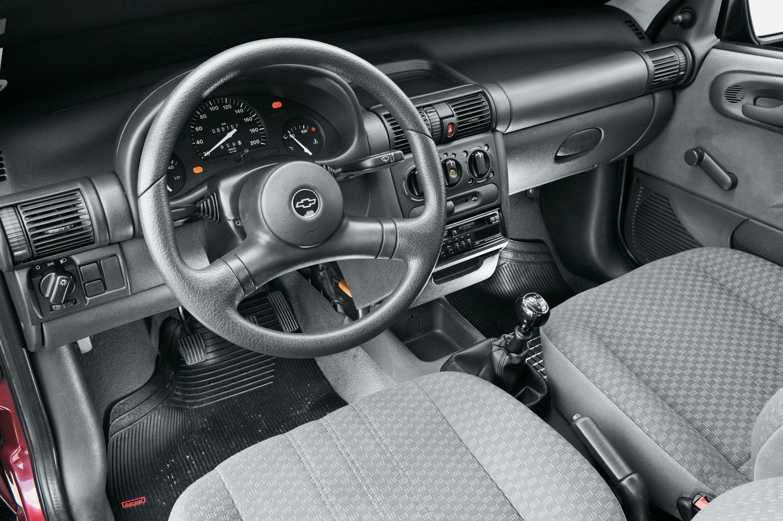 Interior do Corsa Wind modelo 1997 da Chevrolet.