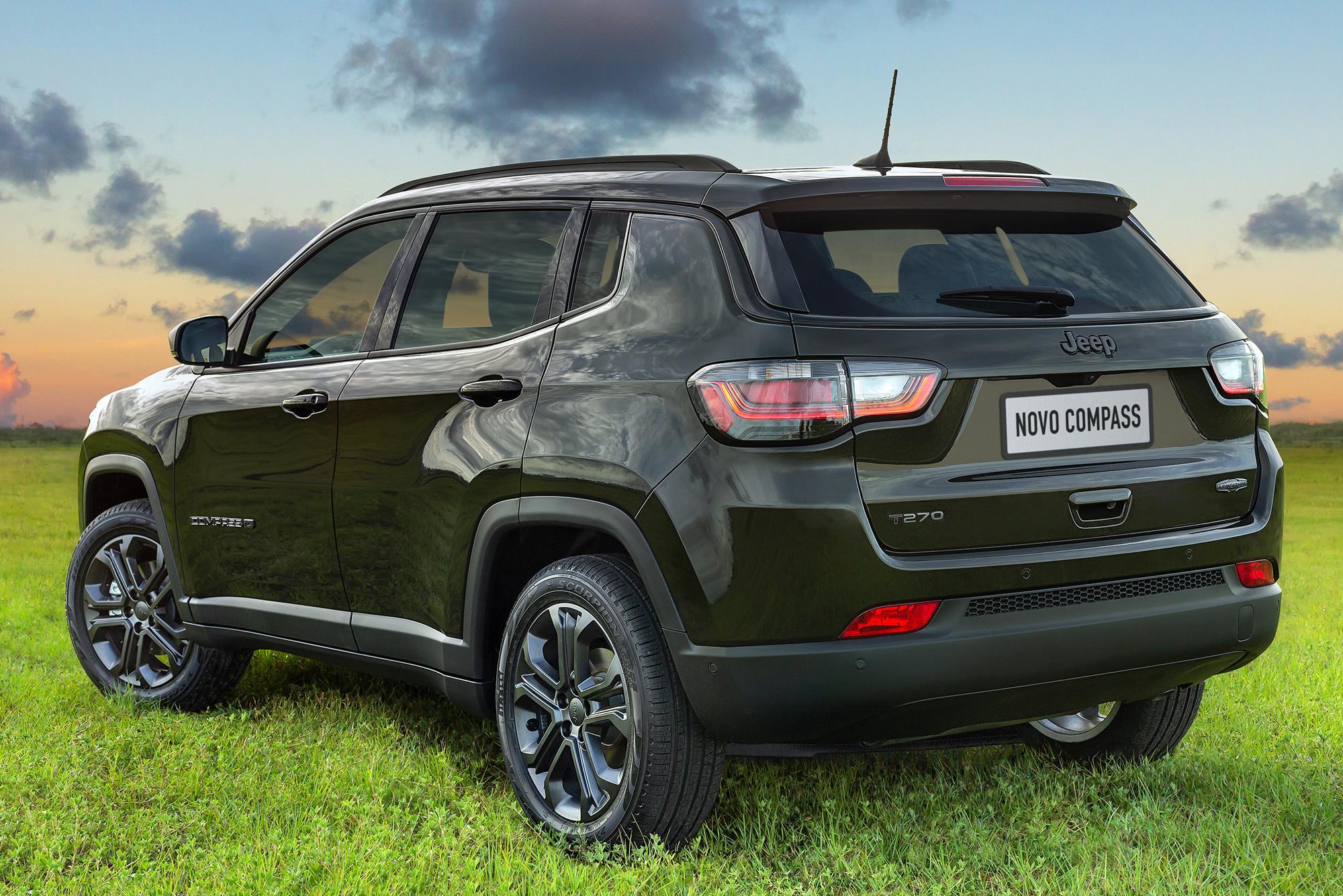 traseira do Jeep Compass 2022 80 anos