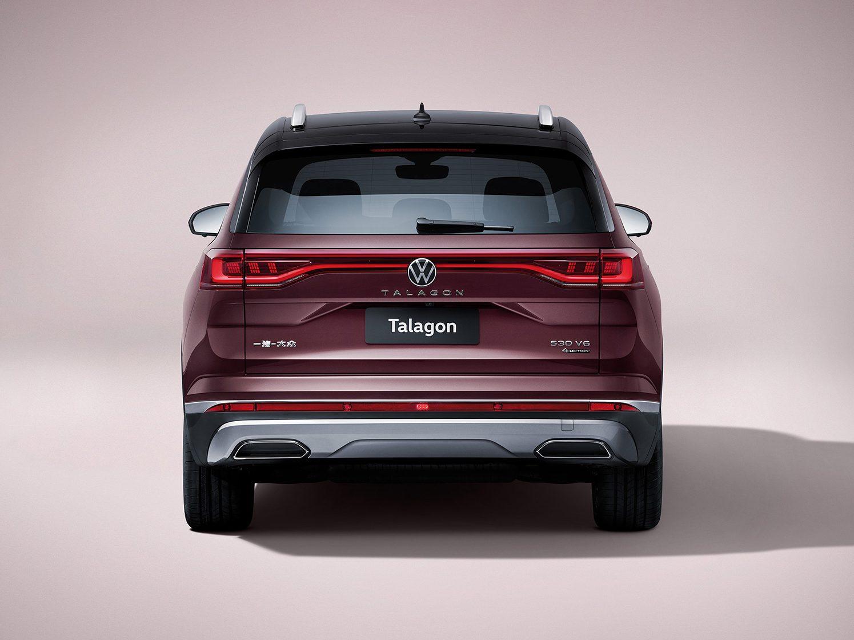 Traseira conta com lanternas horizontais características da VW