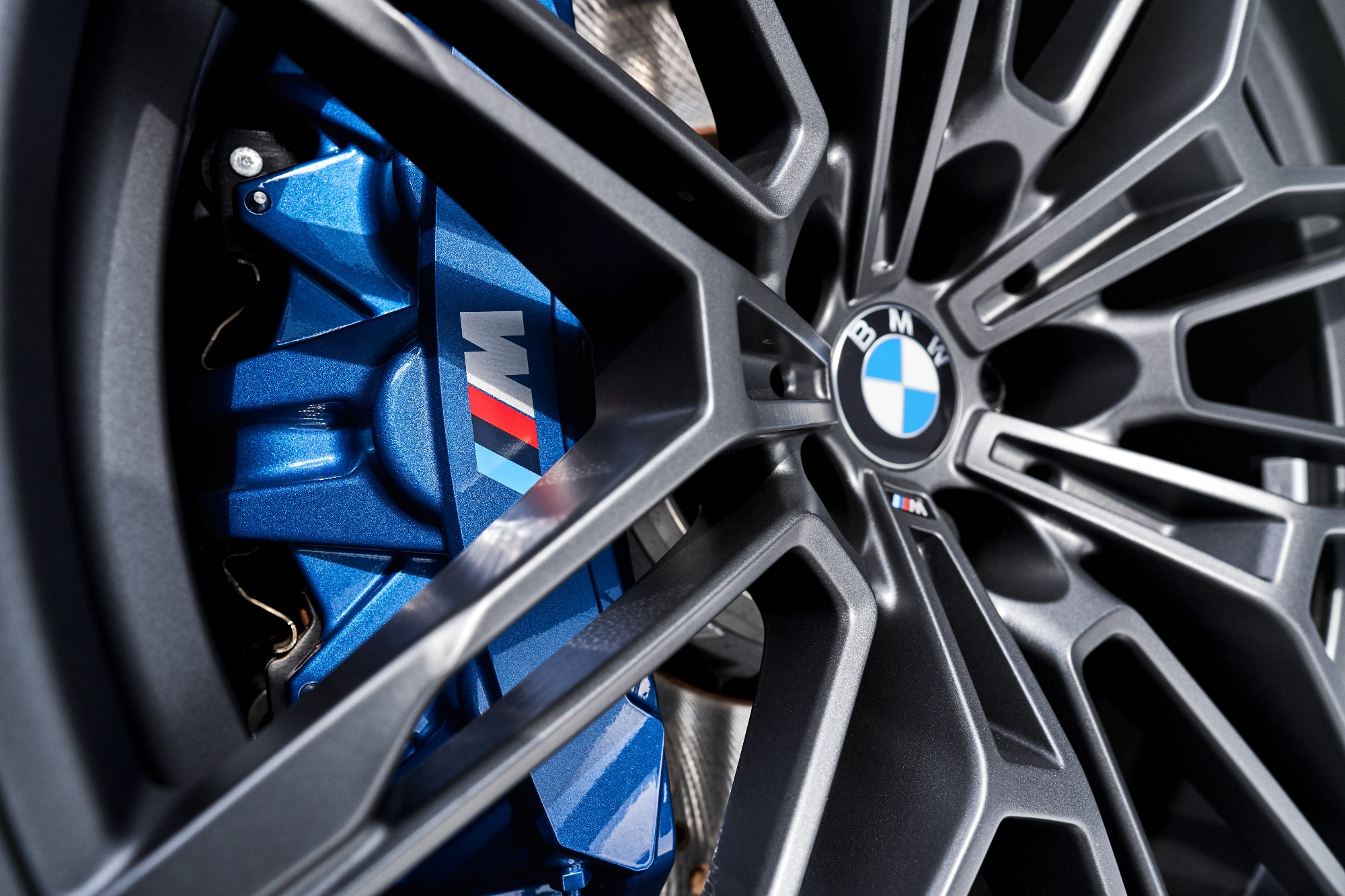 Pinça de freio azul do BMW M4 Competition 2022