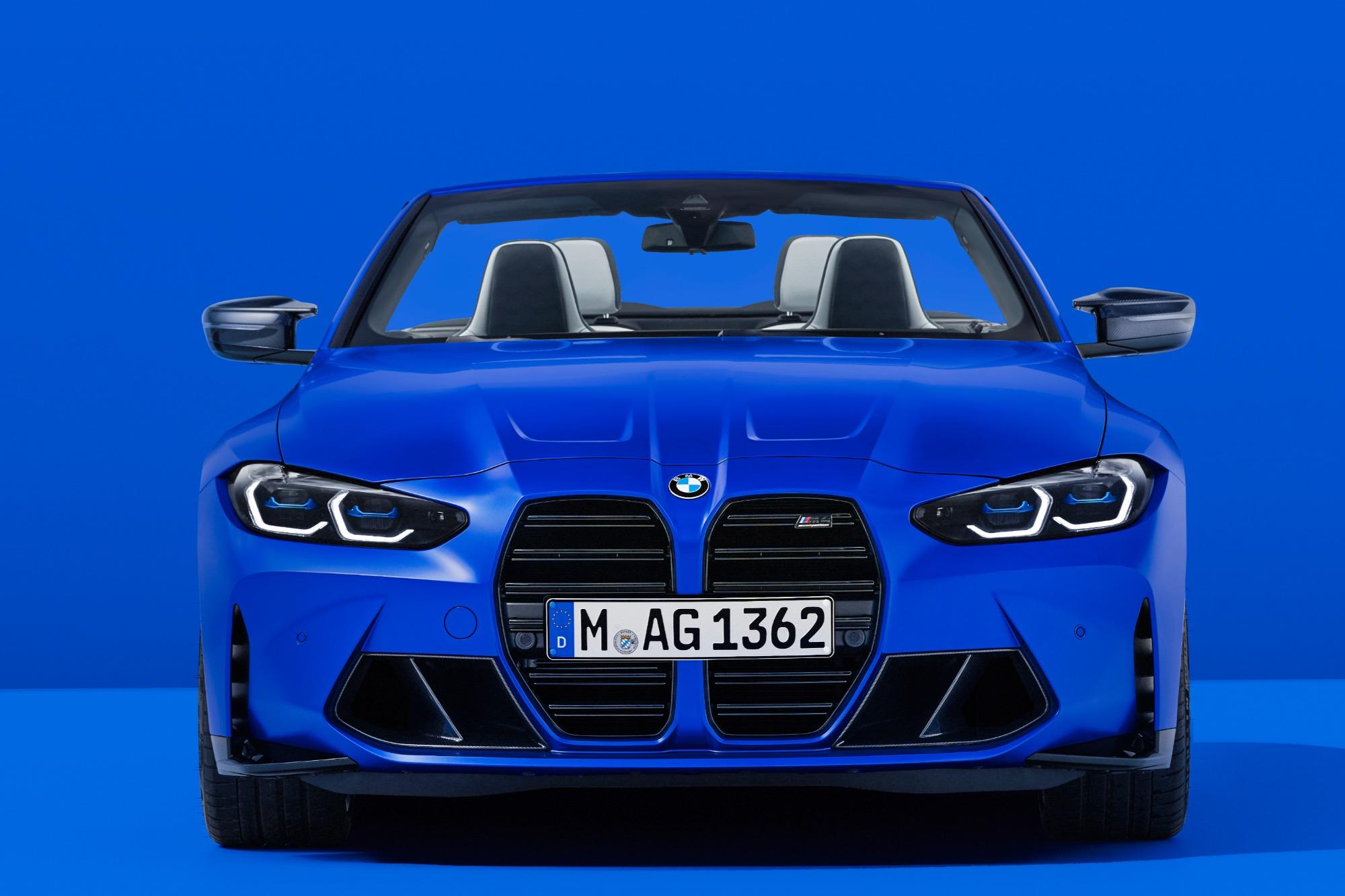 BMW M4 Competition 2022 azul visto de frente