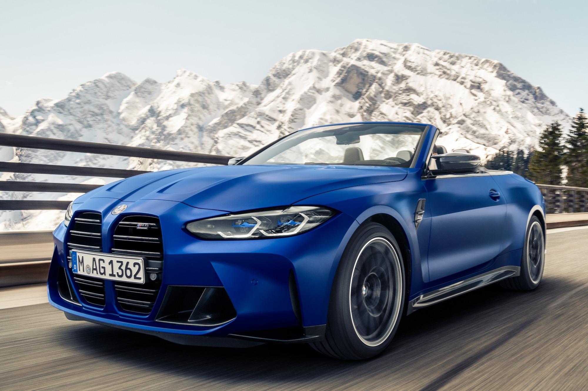 BMW M4 Competition 2022 azul visto 3/4 de frente