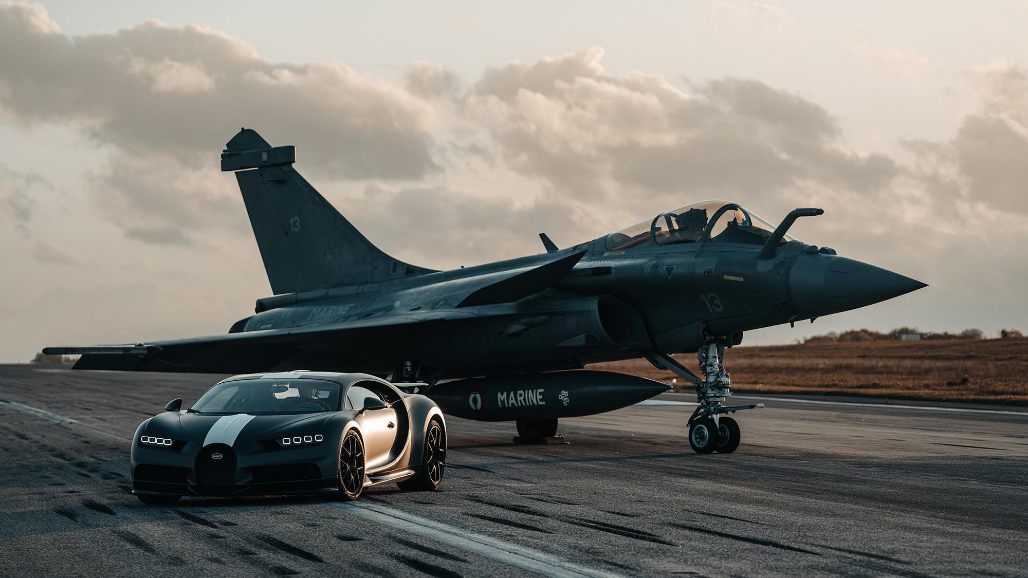 Bugatt Chiron Les Legends du Ciel contra Dassault Rafale Marine 2