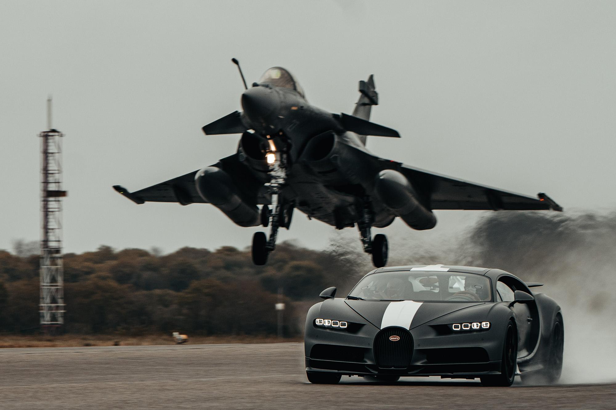 Bugatt Chiron Les Legends du Ciel contra Dassault Rafale Marine