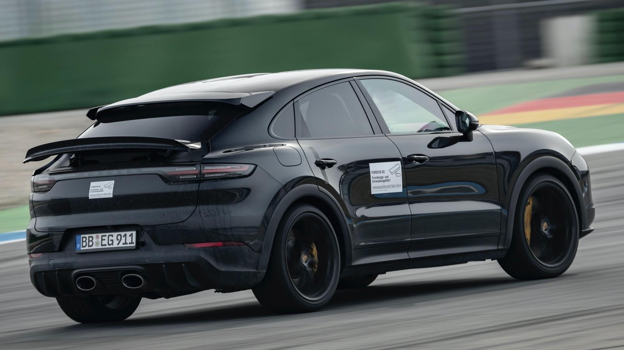 Porsche Cayenne Coupé Turbo visto 3/4 de trás