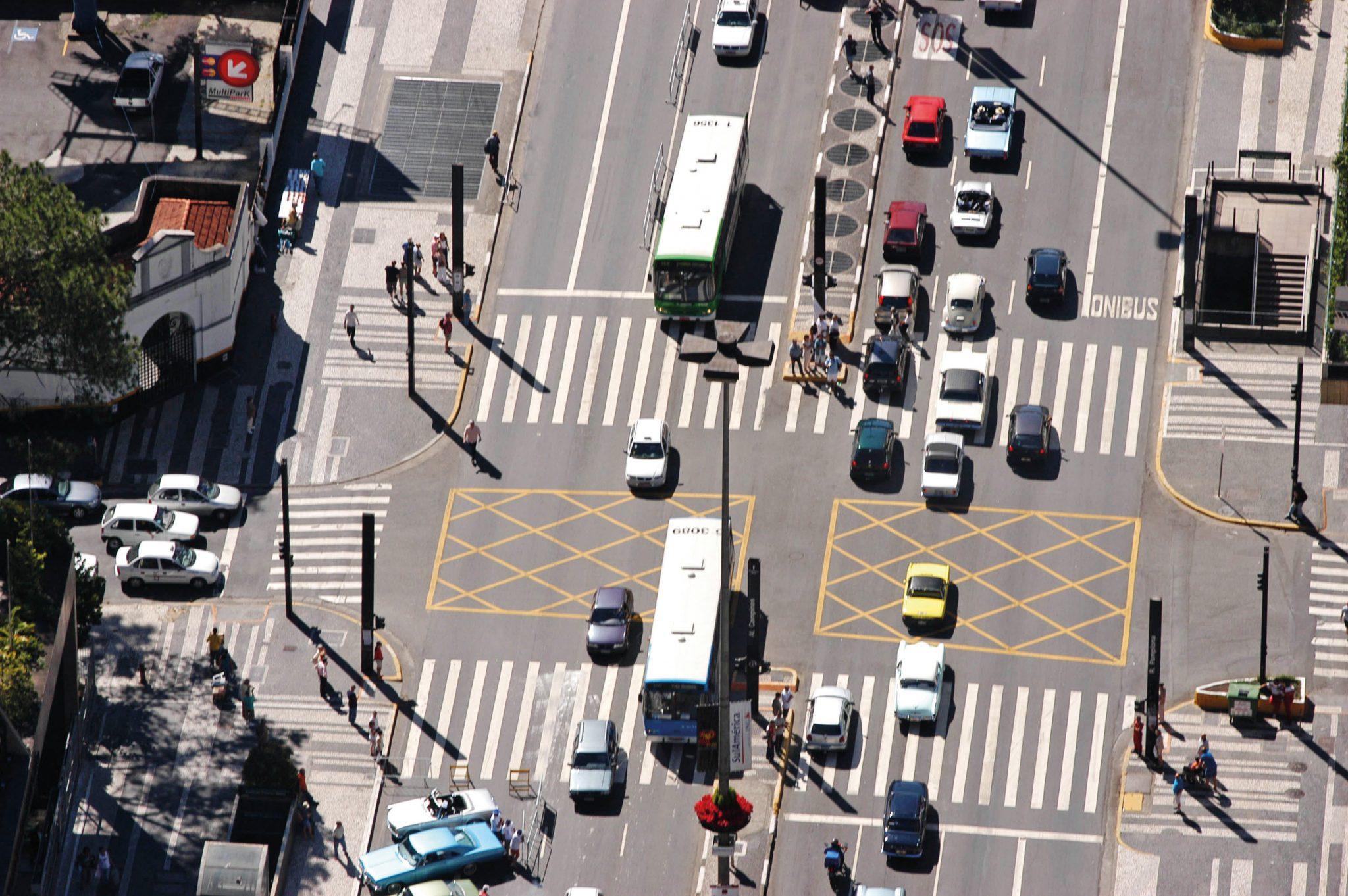Cruzamento da Avenida Paulista e Rua Pamplona._1