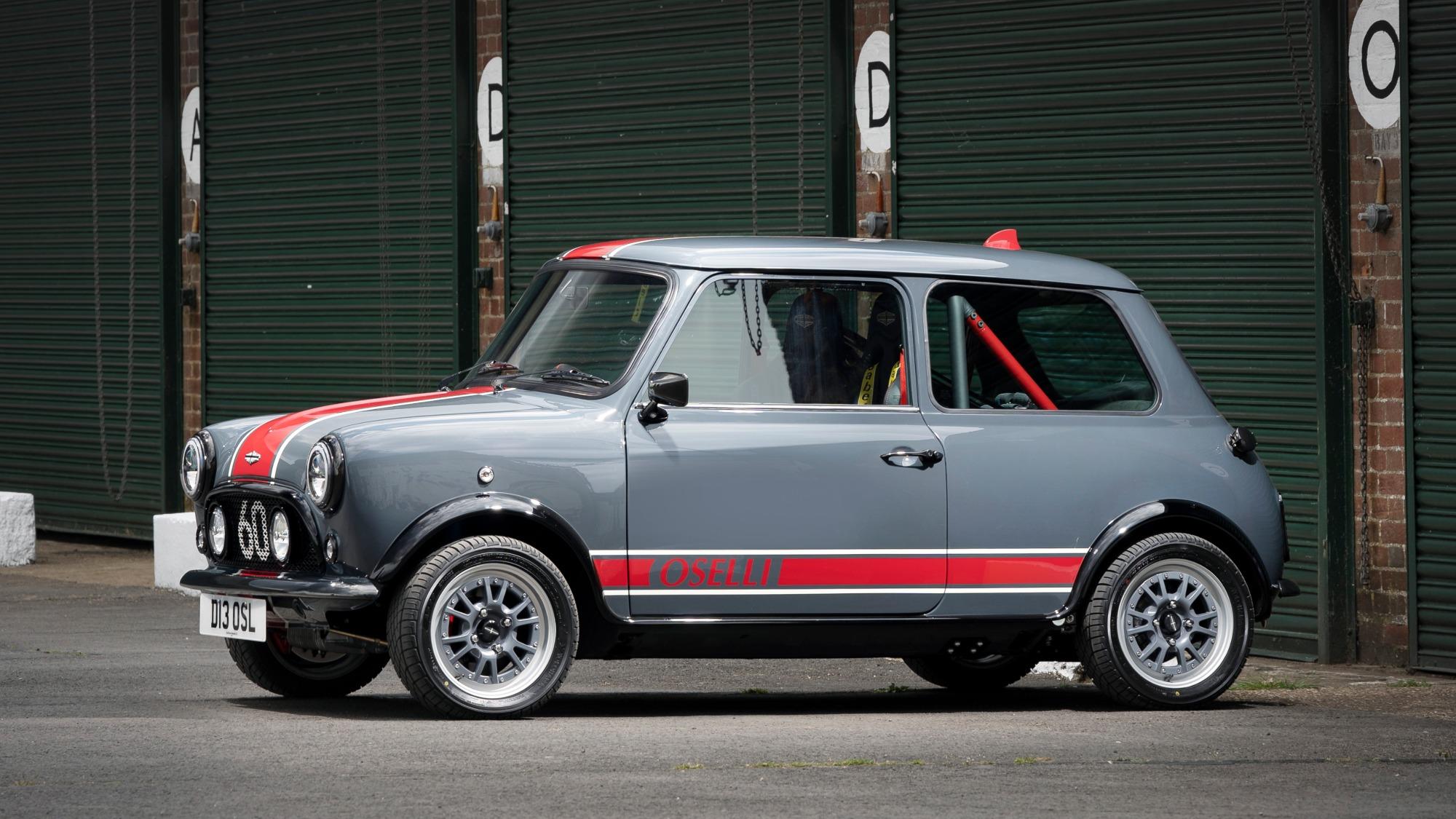 Mini Remastered Oselli Edition vermelho e cinza visto de lado
