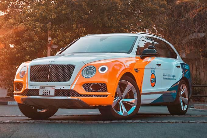 Emirates Driving Institute Bentley Bentayga redes