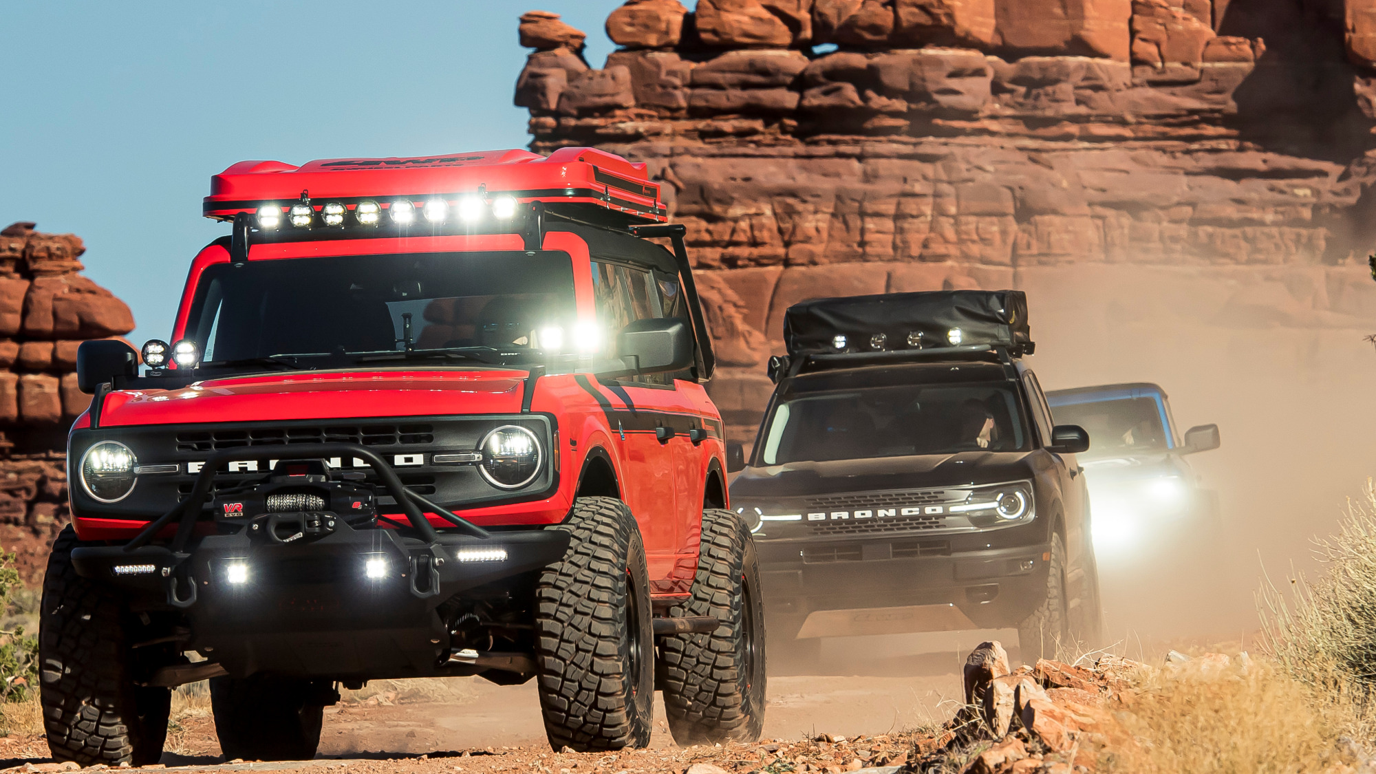 Ford Bronco e Bronco Sport frente trio