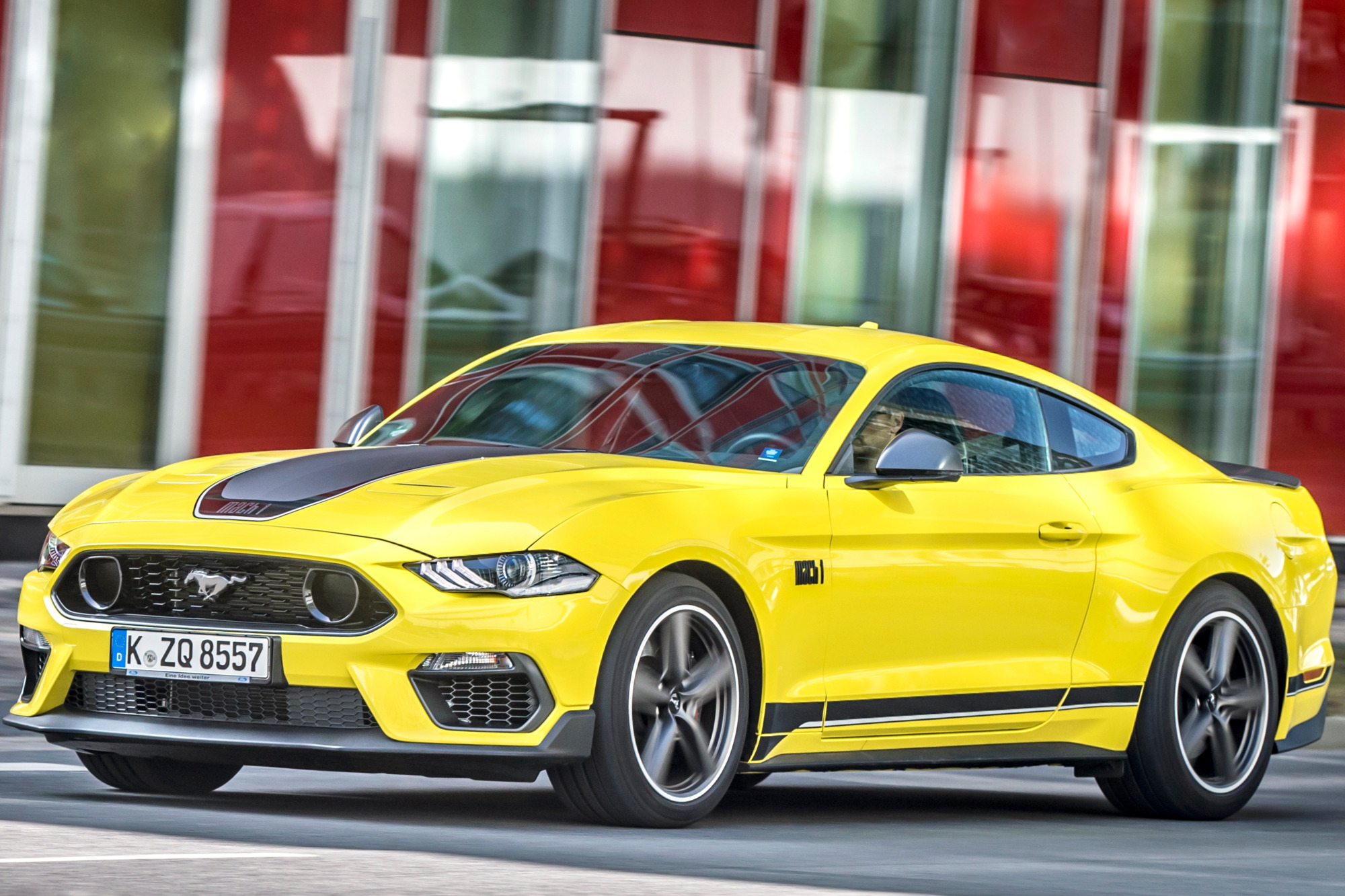 Ford Mustang Mach 1 2021 Amarelo Frente