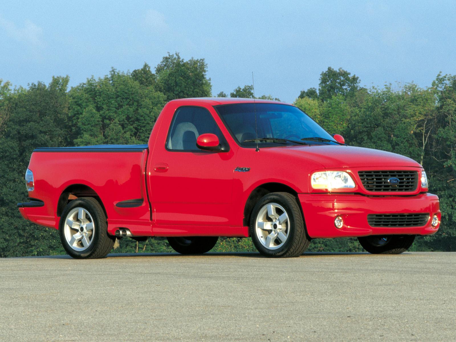 2001 Ford SVT F-150 Lightning Vermelha
