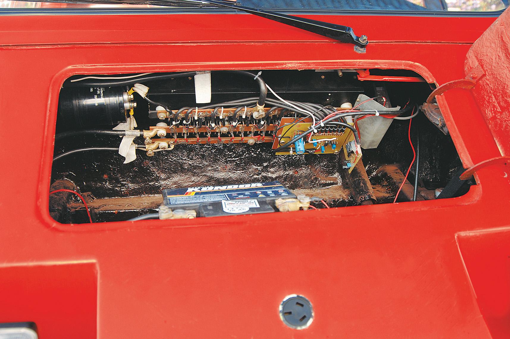 Motor do Itaipu, automóvel elétrico da Gurgel, testado pela revista Quatro Rodas.
