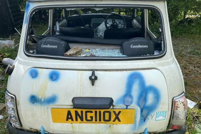 Mini vandalizados na Inglaterra (9)