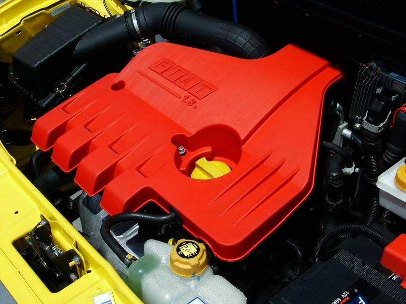 Até a capa do motor 1.8 era em vermelho