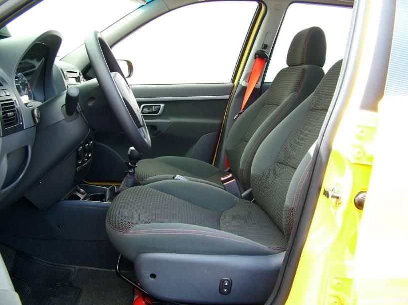 Repare no banco do motorista com ajuste elétrico de altura, que muita gente só viu no configurador da Fiat
