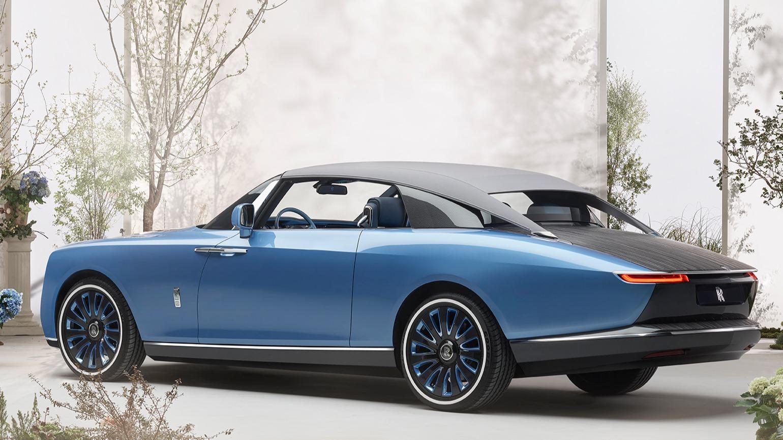 Rolls-Royce Boat Tail conversível azul visto de lado