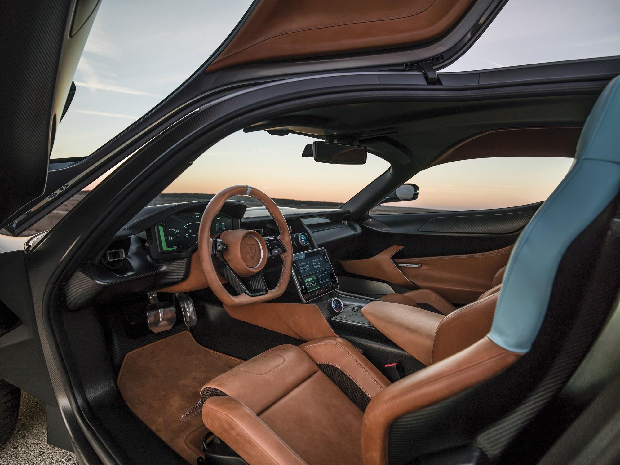 Tudo no carro aspira ser tão provocativo e aparentemente incompatível quanto o protagonismo de hipercarros elétricos