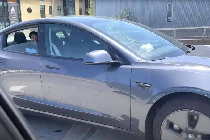 Tesla-Model-3-Autopilot – banco de trás