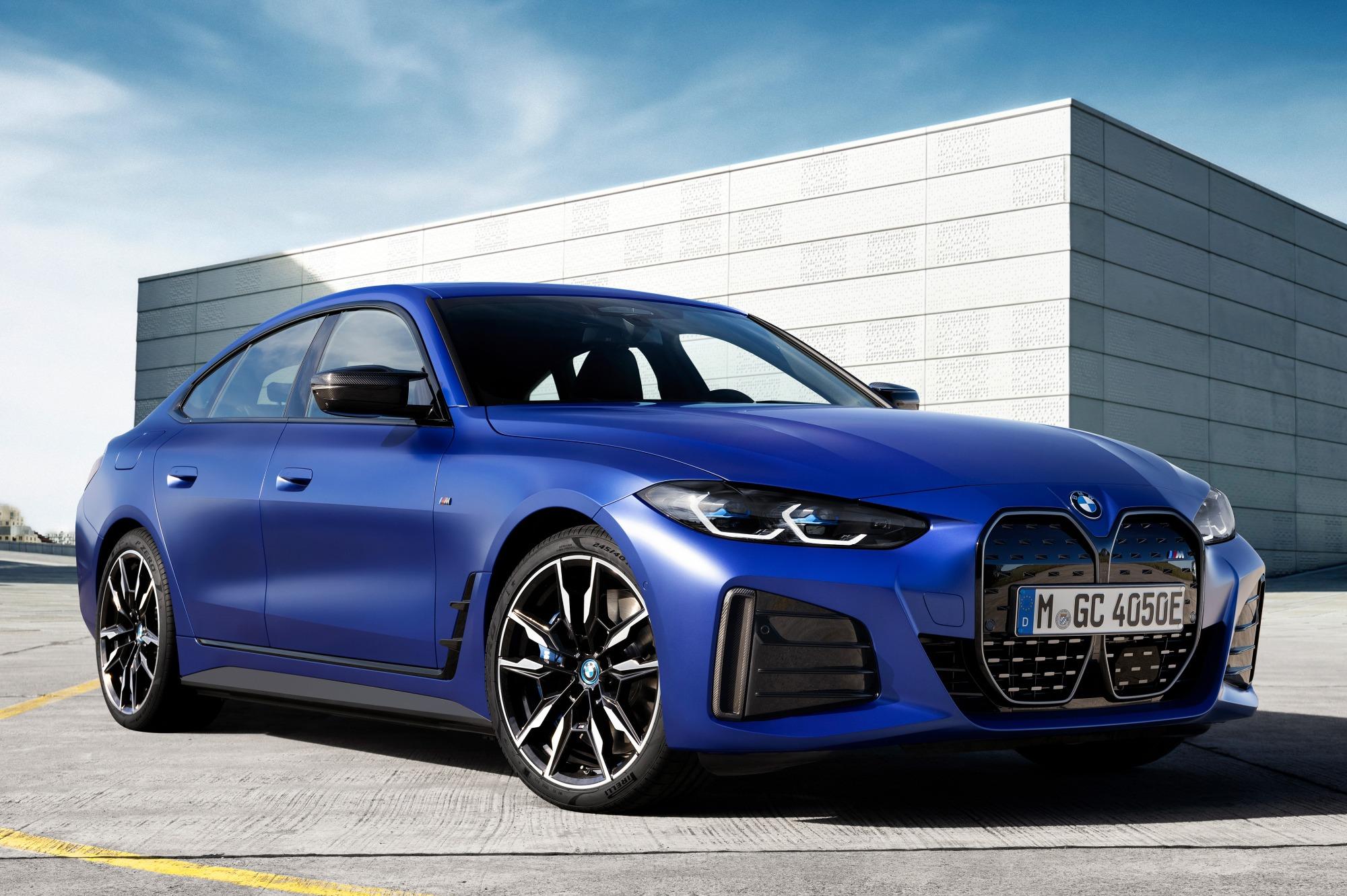 BMW i4 M50 azul visto 3/4 de frente