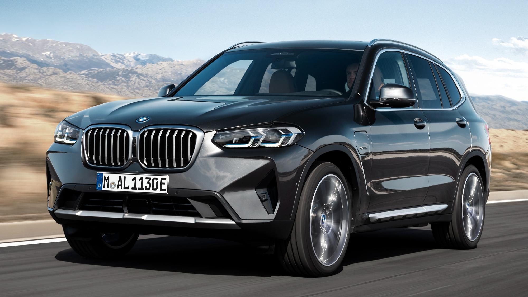 BMW X3 2022 chumbo visto 3/4 de frente