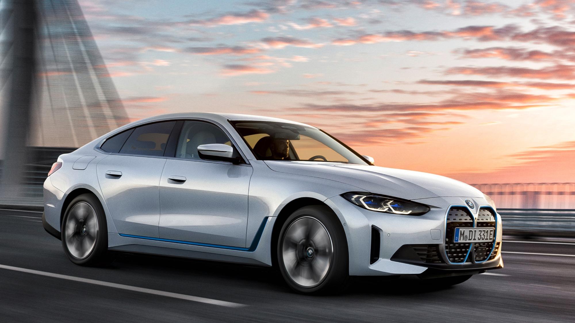 BMW i4 eDrive40 branco visto de lado