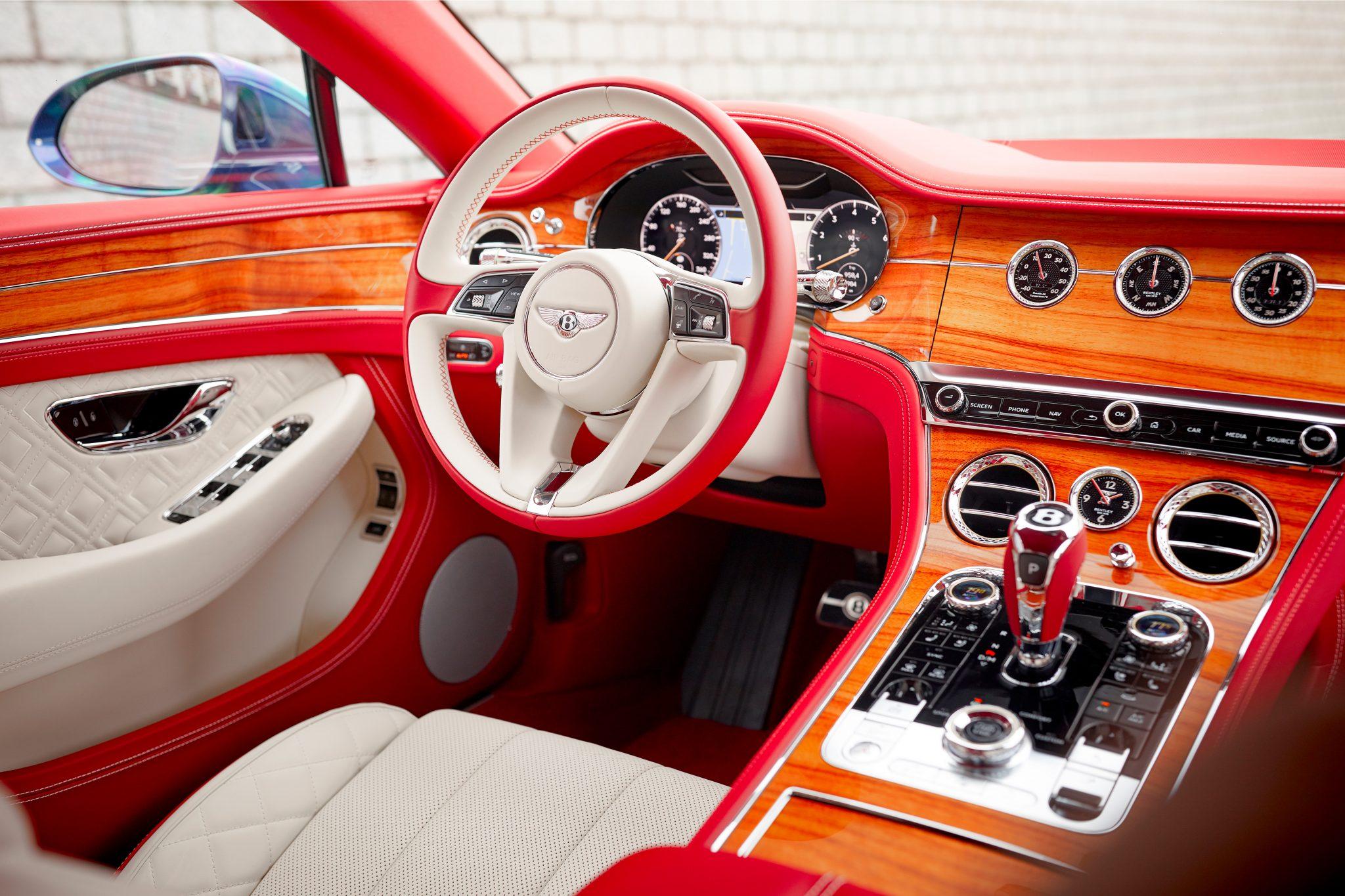Bentley personaliza iate para combinar com carro de cliente na Holanda
