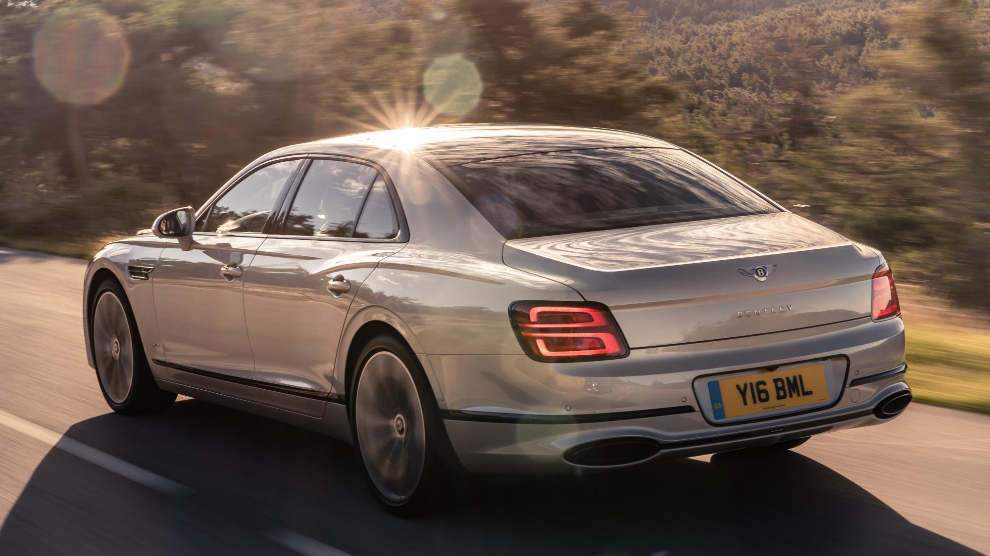 Bentley Flying Spur 2020 visto 3/4 de trás