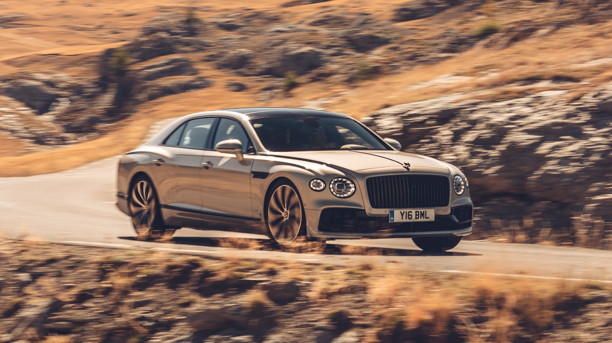 Bentley Flying Spur 2020 bege visto 3/4 de frente