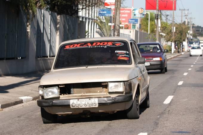 Fiat 147 em péssimo estado de conservação e com documentação irregular, dirigido_20