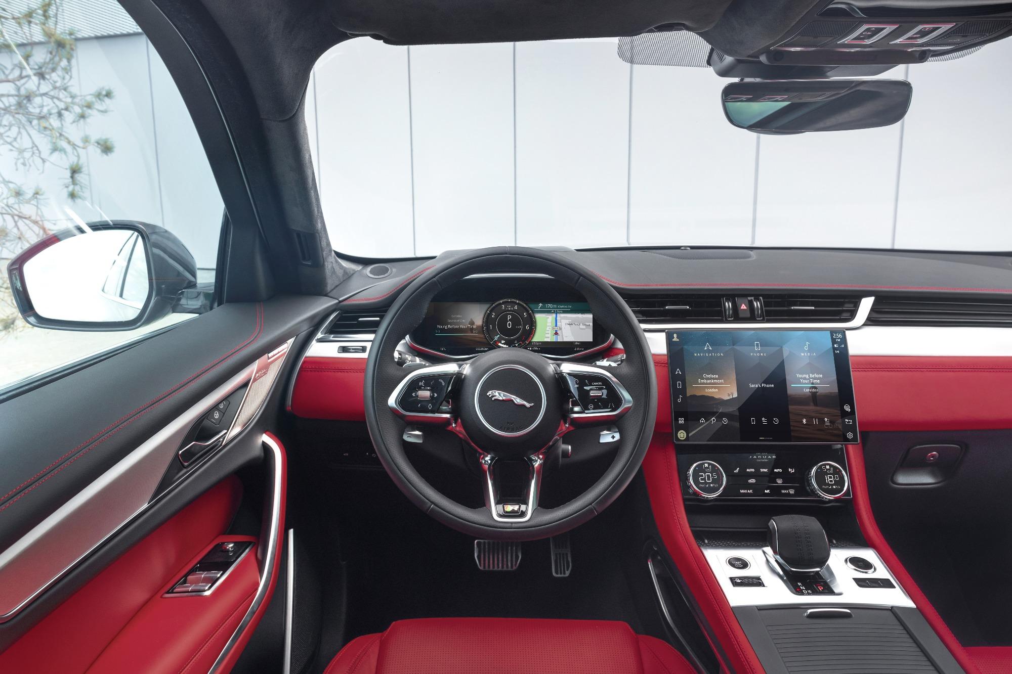 Painel interior do Jaguar F-PACE