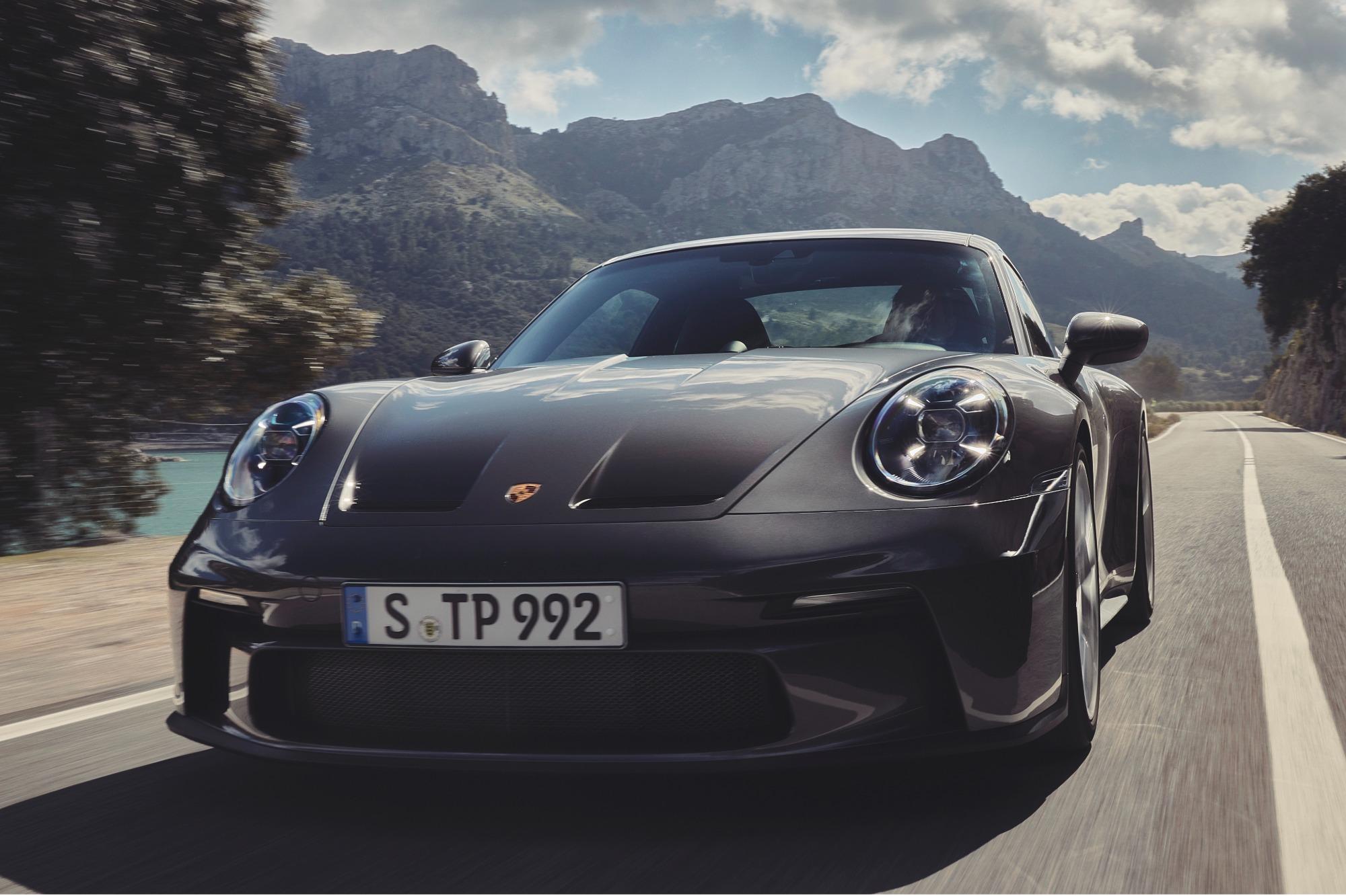 Porsche 911 GT3 Touring 2022 prata vista de frente