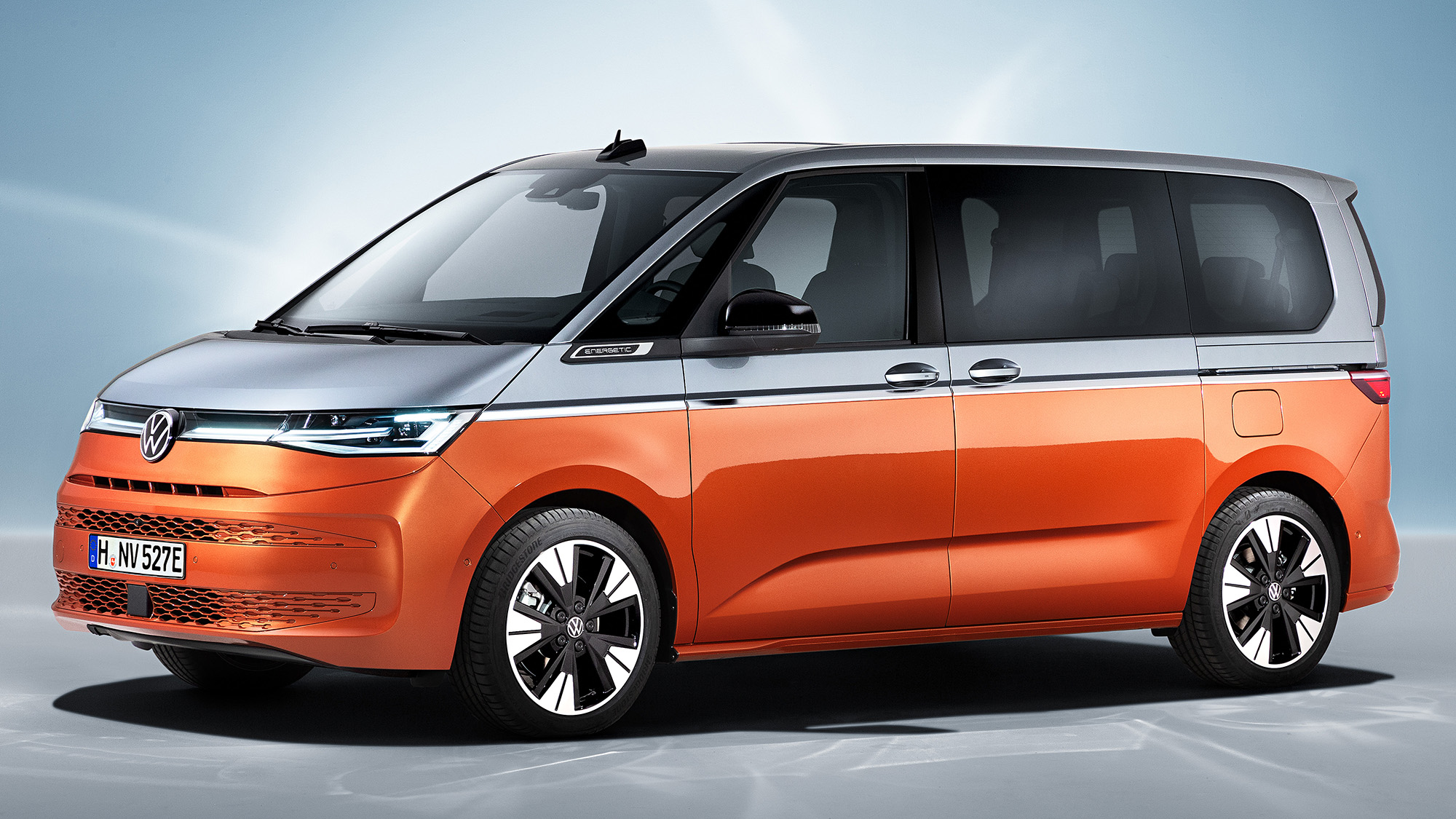 Volkswagent-T7-Multivan-lateral-frente.jpg