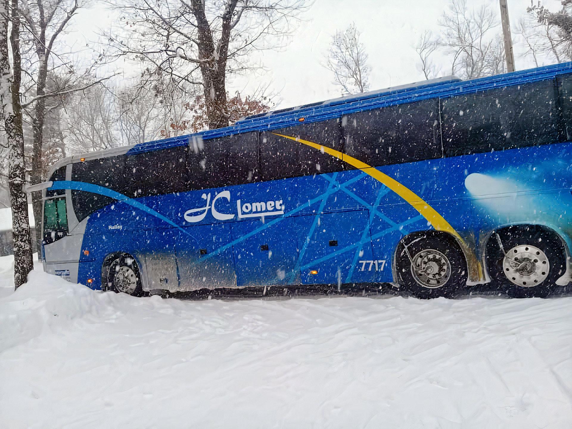 Volvo-9700-monobloco-atolado-neve-EUA.jpg