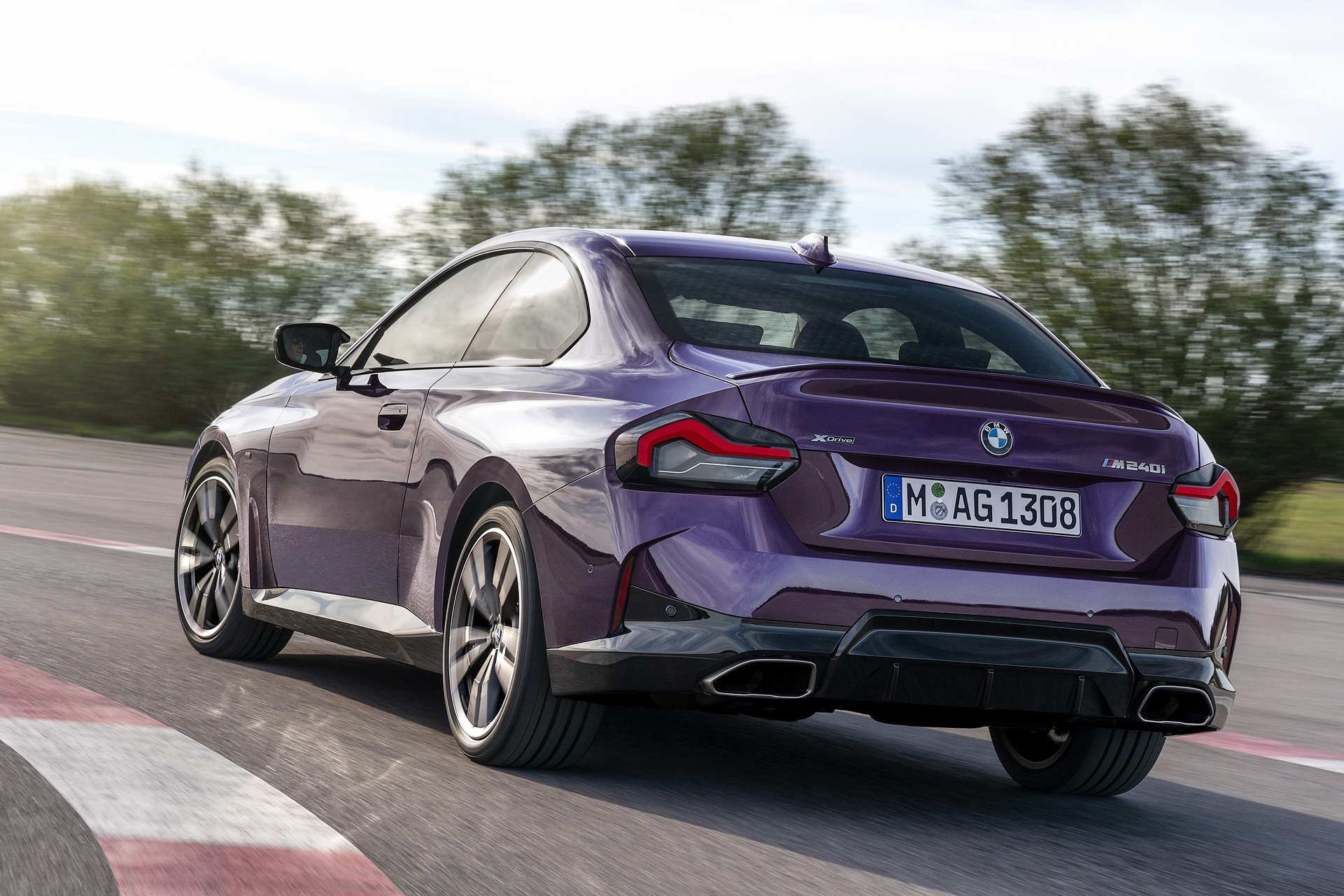 2022-BMW-2-Series-Coupe-M240i