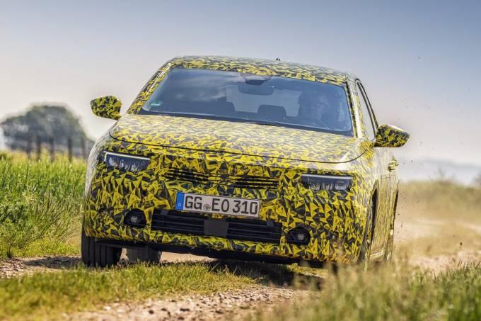 2022-Opel-Astra-camouflaged-prototype-5