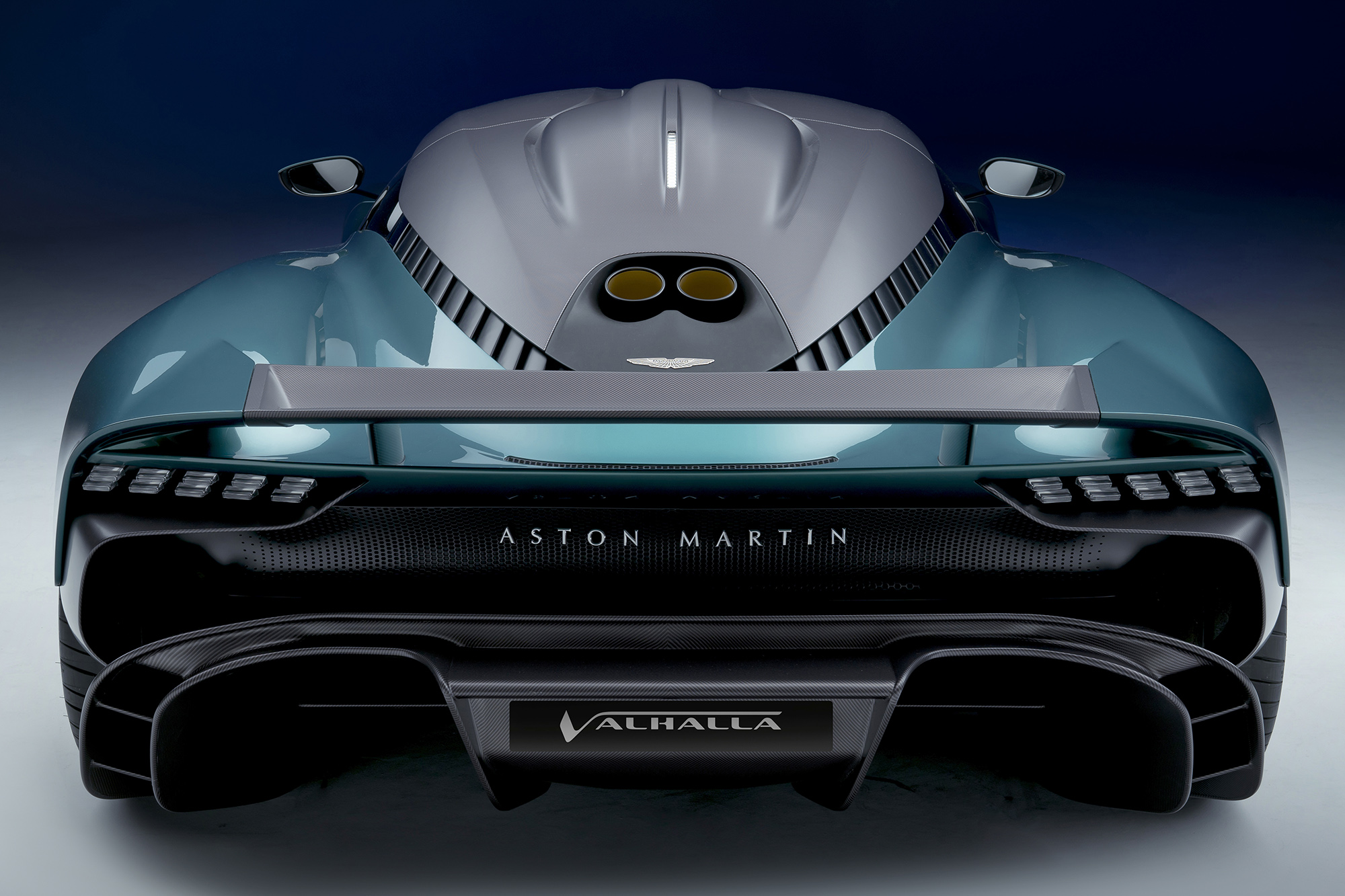 Aston Martin Valhalla verde visto por trás