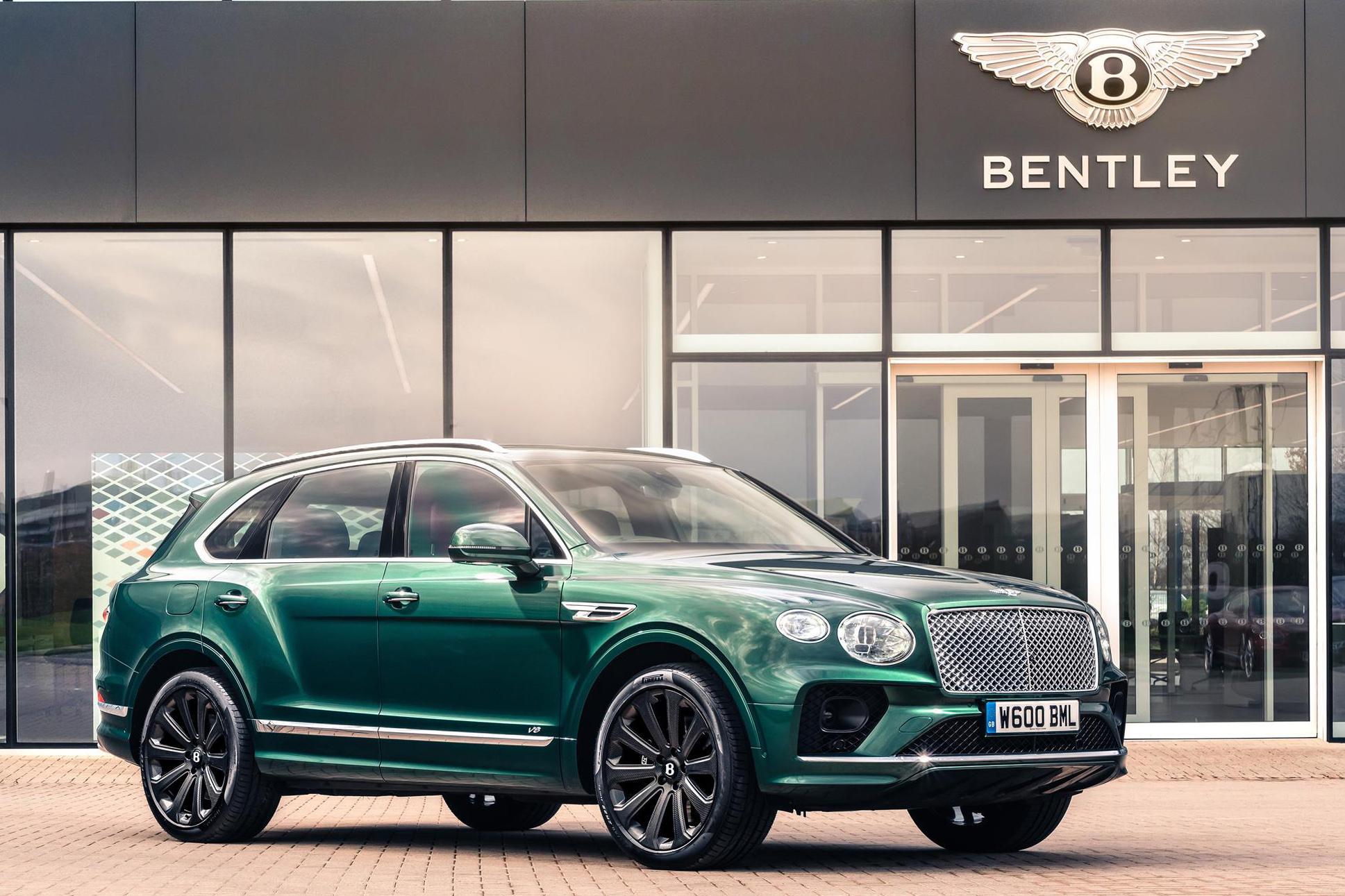 Bentley Bentayga verde visto 3/4 de frente
