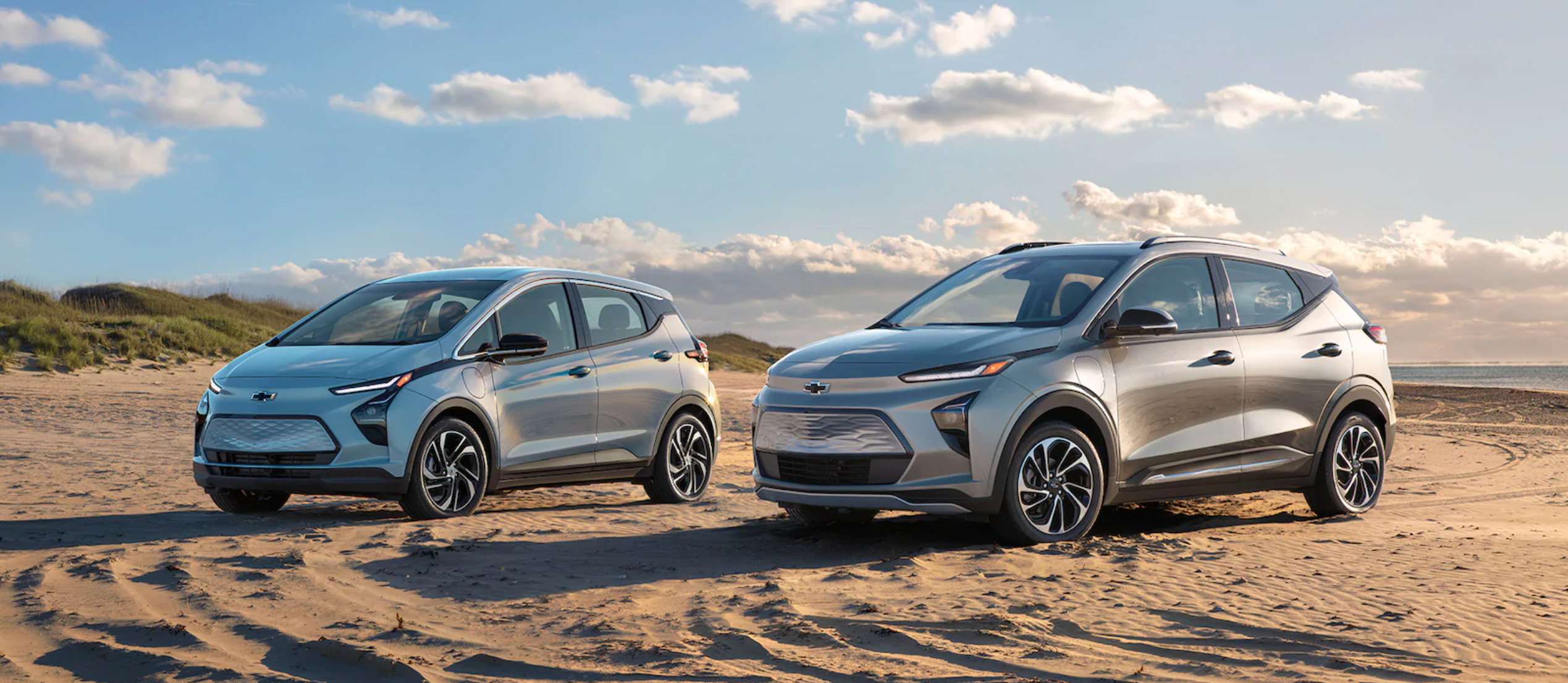 Lado a lado fica mais fácil ver a diferença entre o hatch e o novo SUV